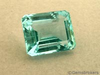 aguamarina tallada en esmeralda